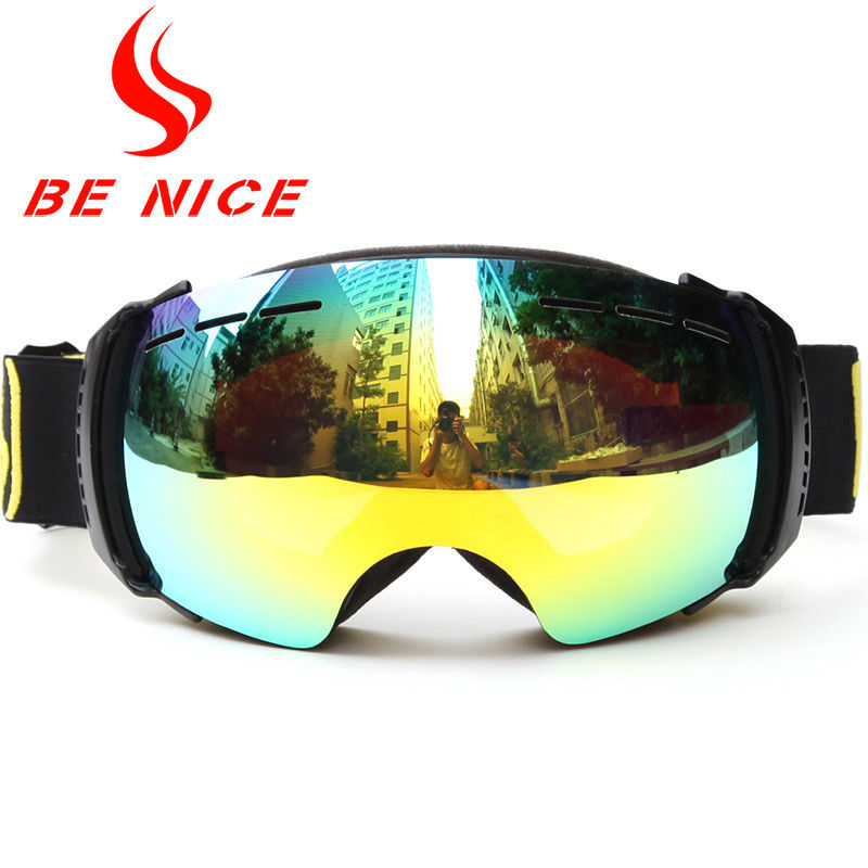 Comfortable Gold Reflective Snow Goggles Black Frame For Snowboarding Equipment
